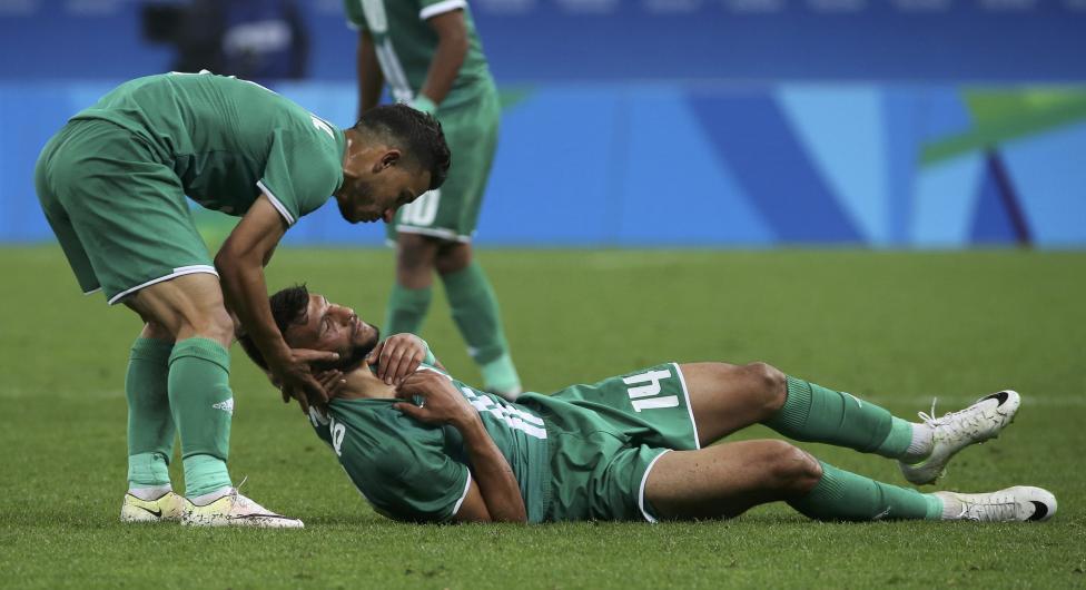 11. Иракский футболист Натиг Сауд получил травму во время матча.