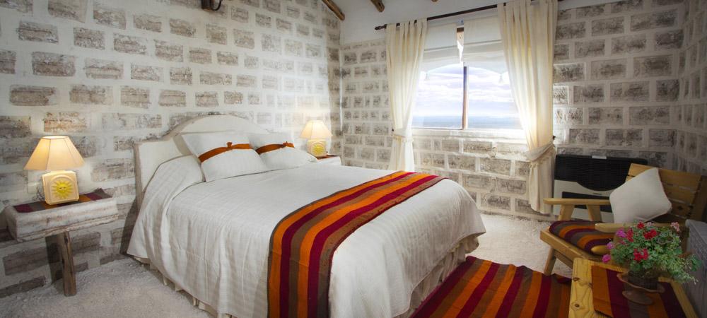 2. Номера в отеле De Sal Luna Salada полностью построены из блоков соли. Тем не менее приятная атмосфера создает некий комфорт.