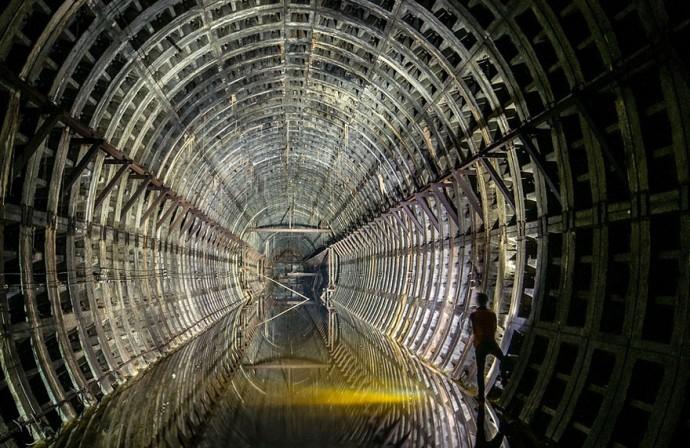 4. Заброшенный туннель метро в Киеве.