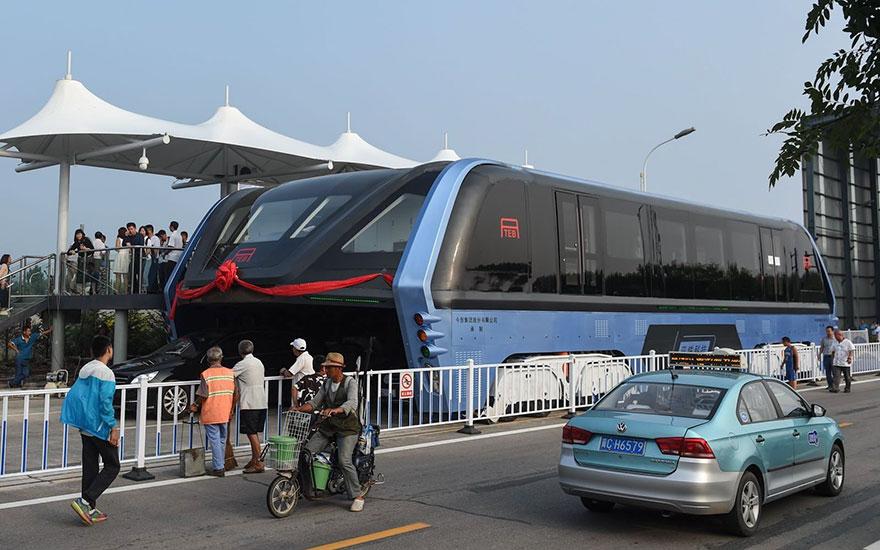 2. А это тот самый автобус три месяца спустя, но уже реальный.
