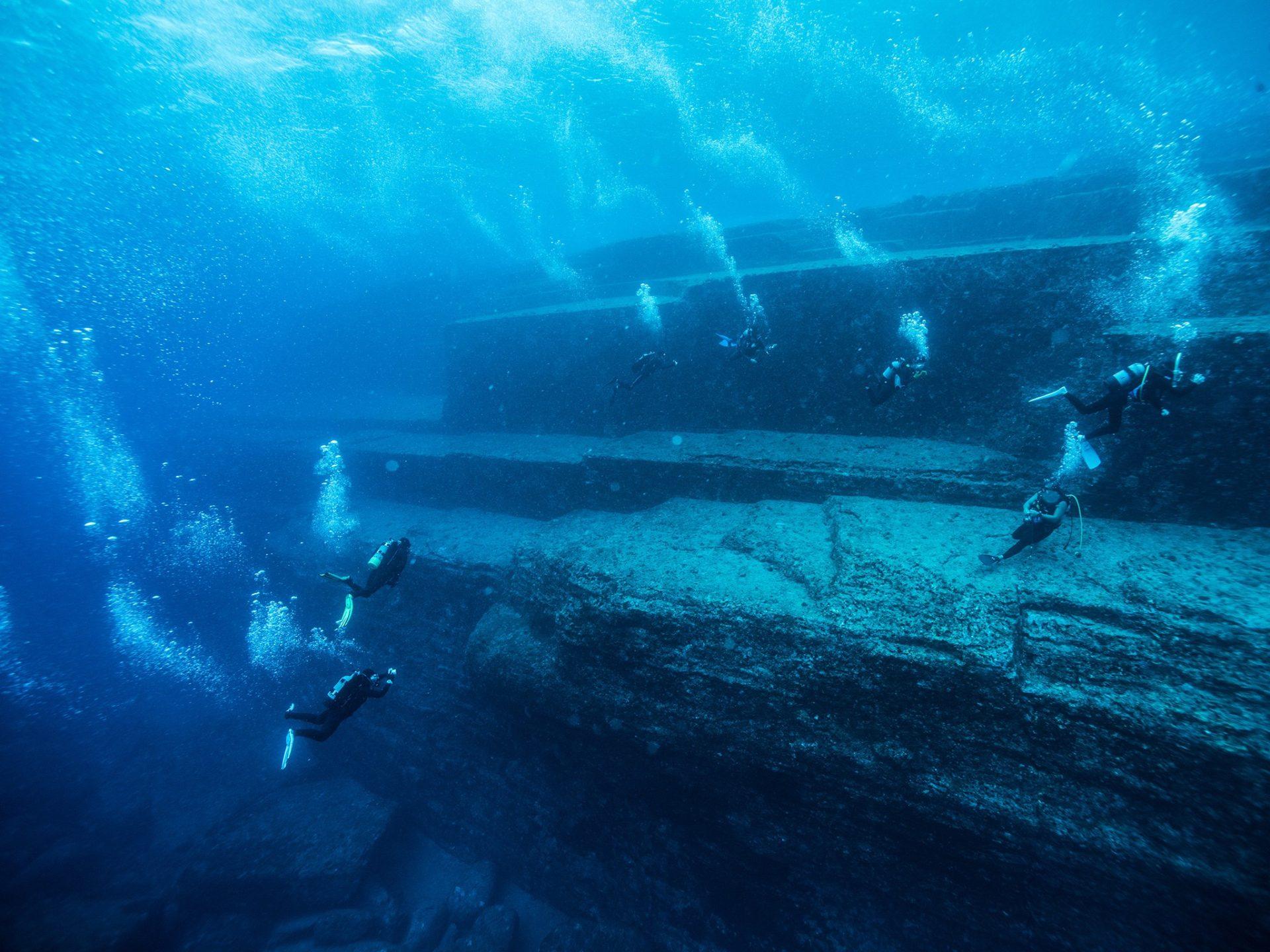 1. Подводный монумент Йонагуни, Япония.