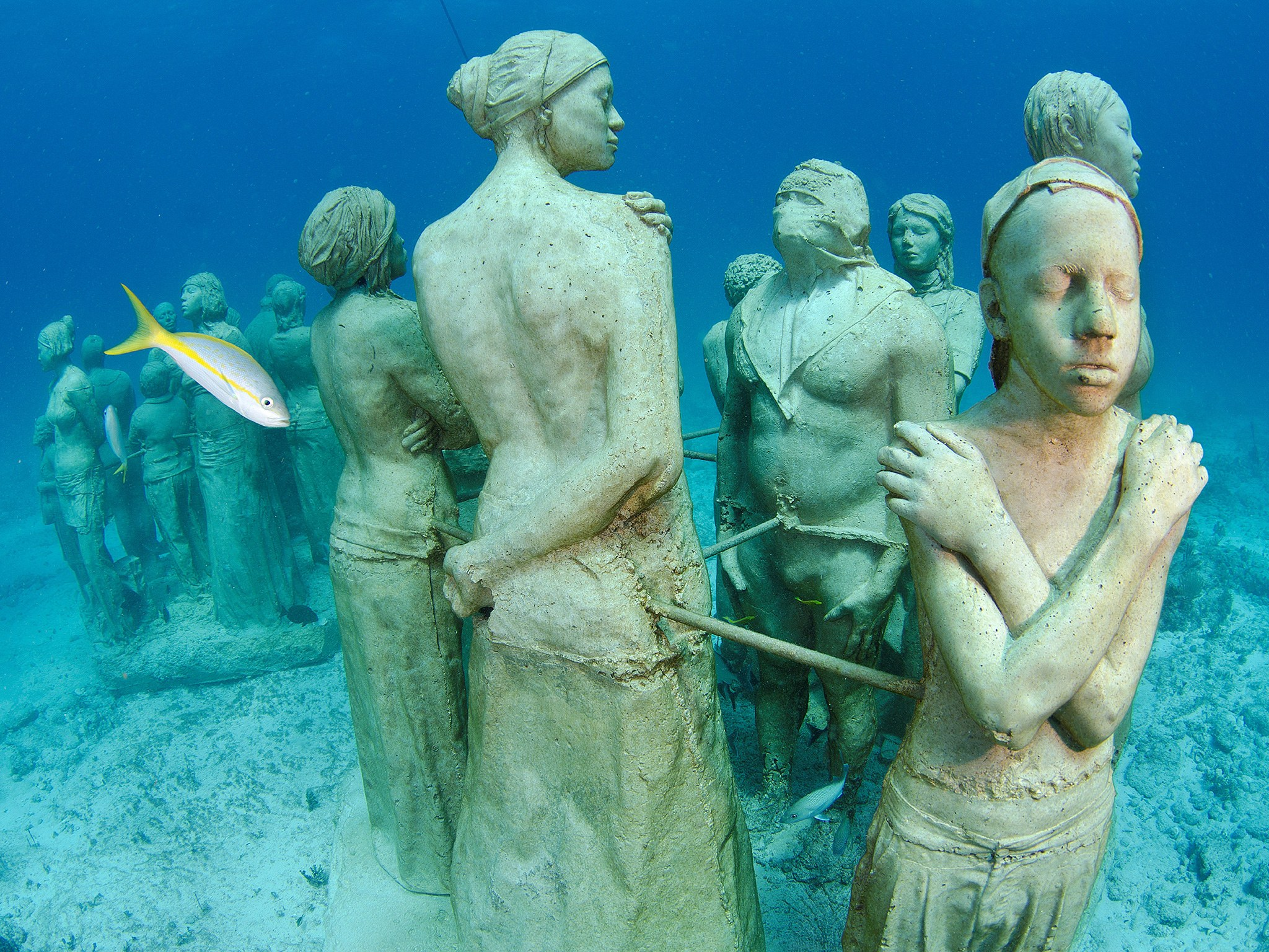 2. Музей подводных скульптур, Канкун, Мексика.