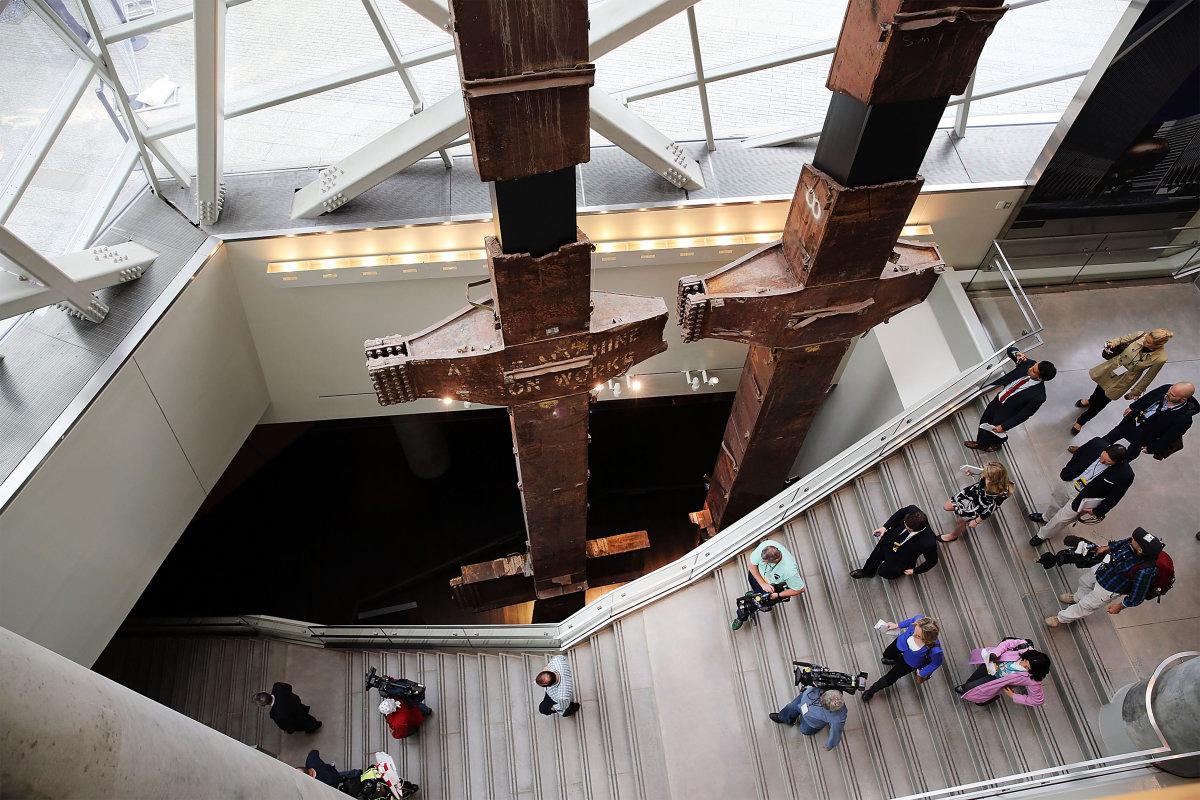 4. Две стальные колонны, известные как трезубцы – когда-то были частью здания Всемирного торгового центра.