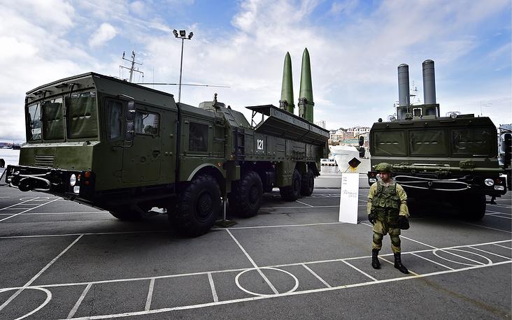 12. Искандер-М - оперативно-тактический ракетный комплекс.
