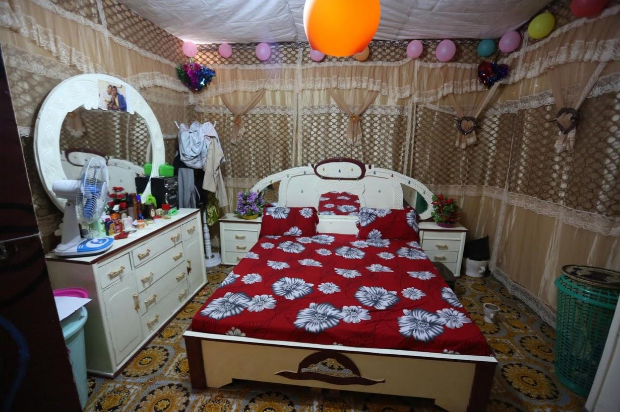 6. Худа покинула свою семейную хижину в Афгойе. Теперь она жена и должна жить с мужем. На фото спальня супругов.