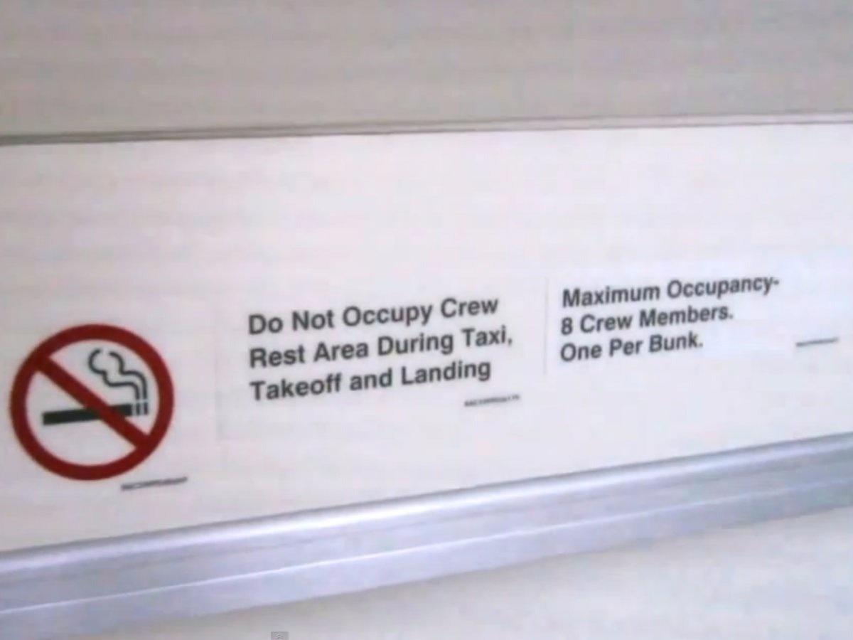 10. Несмотря на то, что комната сокрыта от пассажиров, в ней действуют те же правила, что и на всем борту.