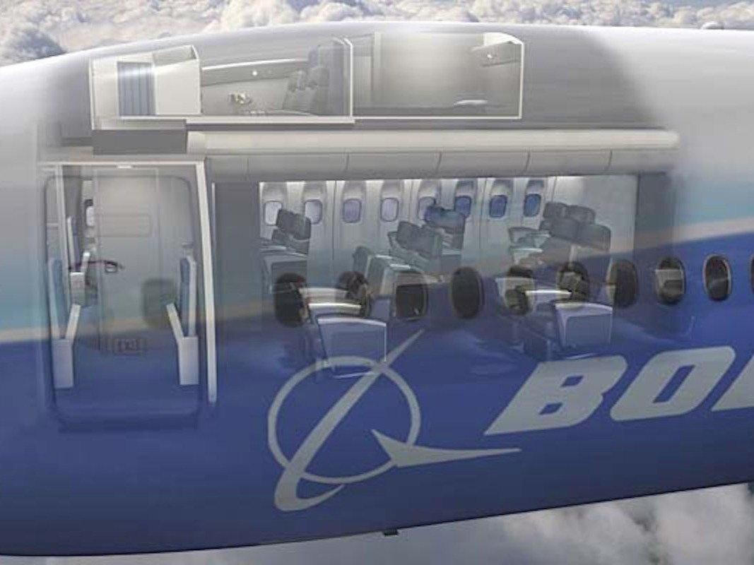 3. В самолетах Boeing эта комната находится выше кабины пилота.