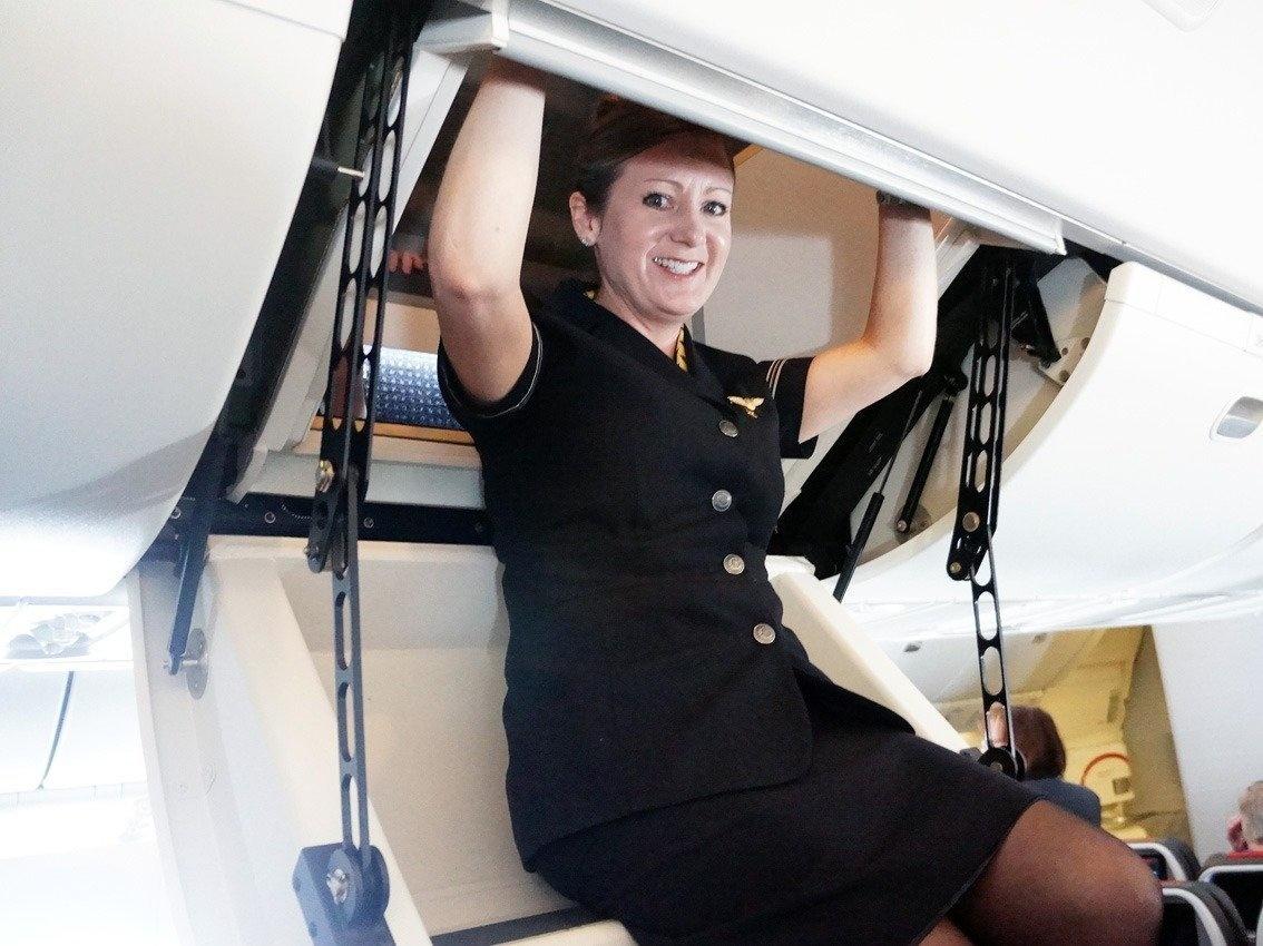 6. Некоторые модели самолетов даже имеют сидячее место в лестнице. Но только в таком случае доступ в комнату осуществляется не через дверь, а через багажный люк.