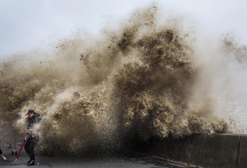 4. Сильная приливная волна вызванная тайфуном Усаги в Китае, в 2013 г.
