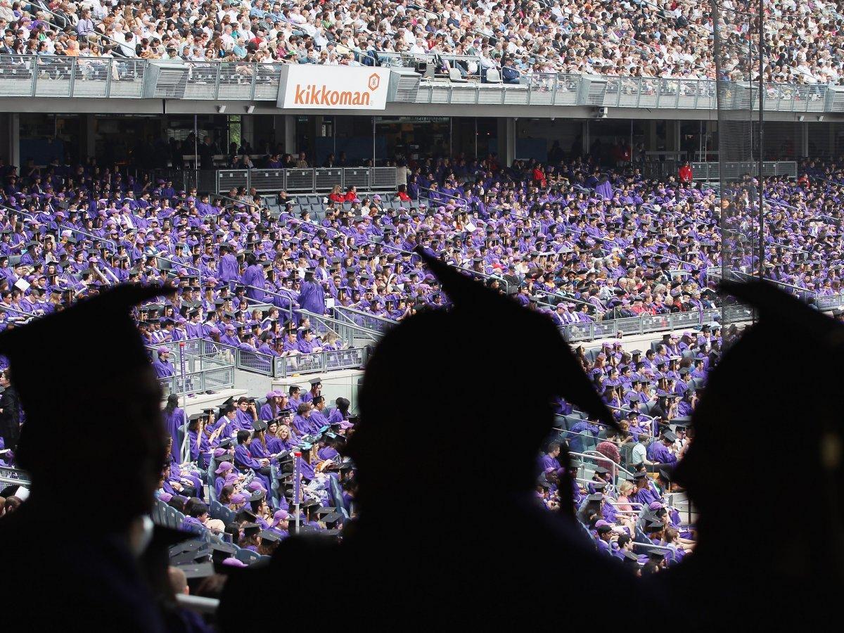 10. Лидером по количеству выпускников, работающих на Уолл-Стрит по праву считается  Нью-Йоркский университет и Школа бизнеса Леонарда Н. Штерна. Процент выпускников работающих на Уолл-Стрит – 7,4%.