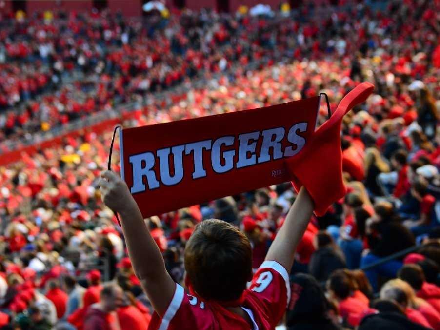 2. Ратгерский государственный университет в Нью-Джерси. На Уолл-Стрит работу находят 1,7% выпускников.