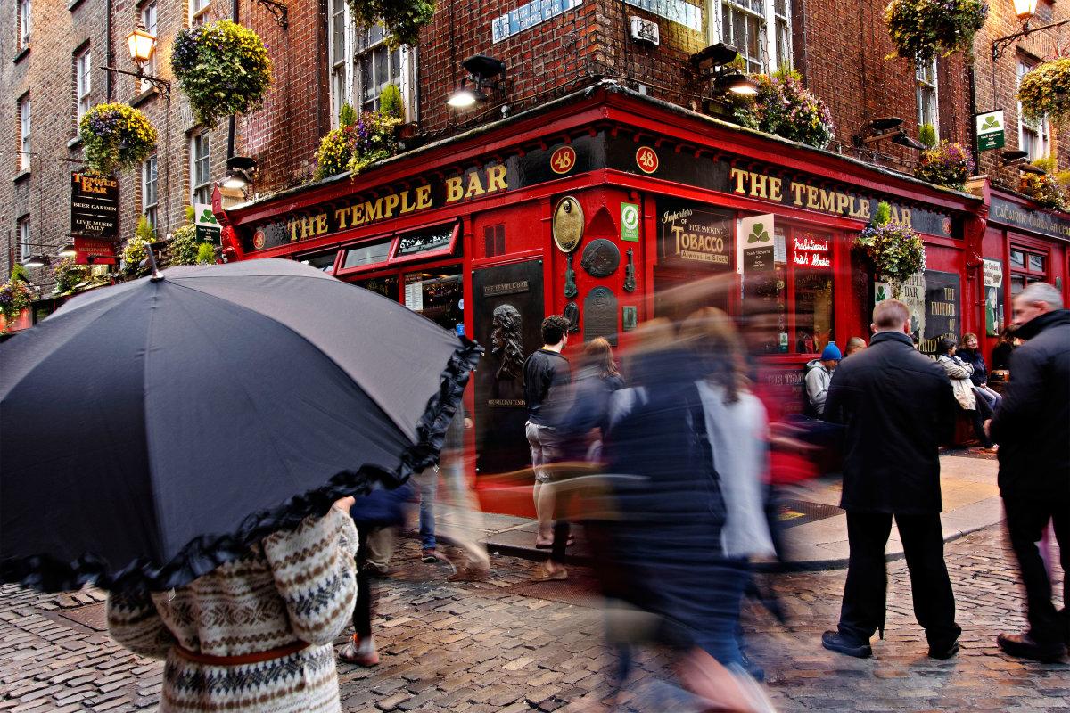 8. Ирландия известна своими богатыми культурными традициями и, конечно же, пабами. Бар Temple в Дублине стал настоящей находкой для тех, кто ищет настоящий традиционный ирландский паб.