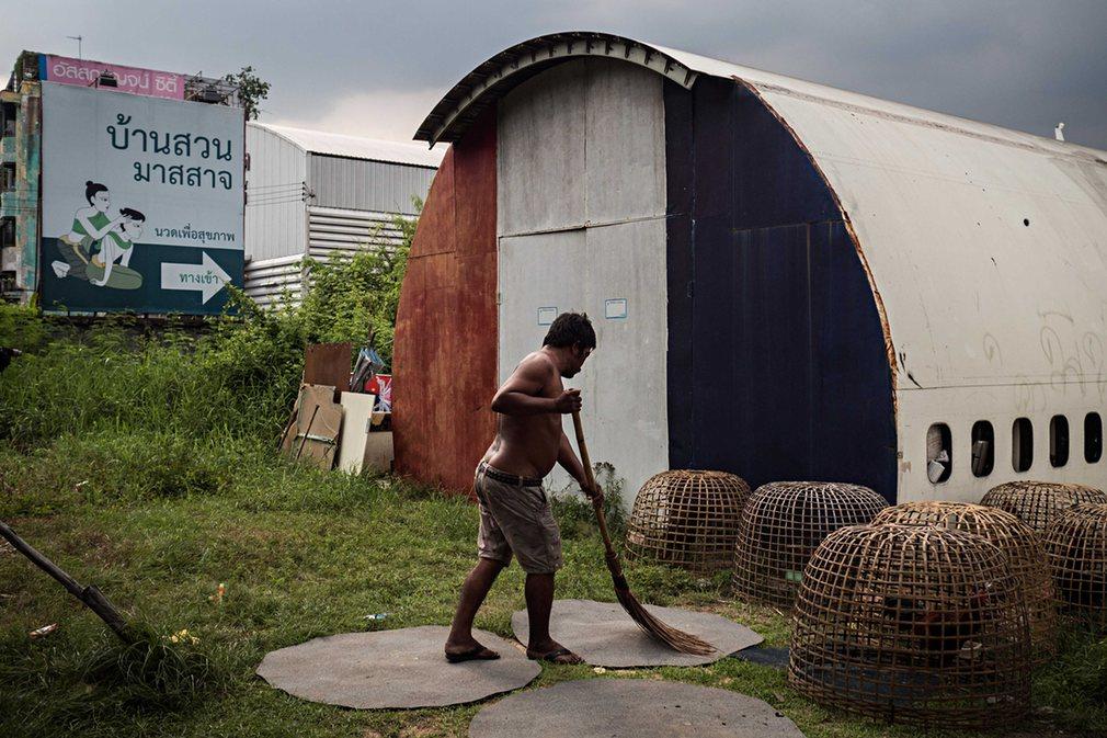 8. Тем не менее местные жители приспособили их для жилья и содержат в относительном порядке.
