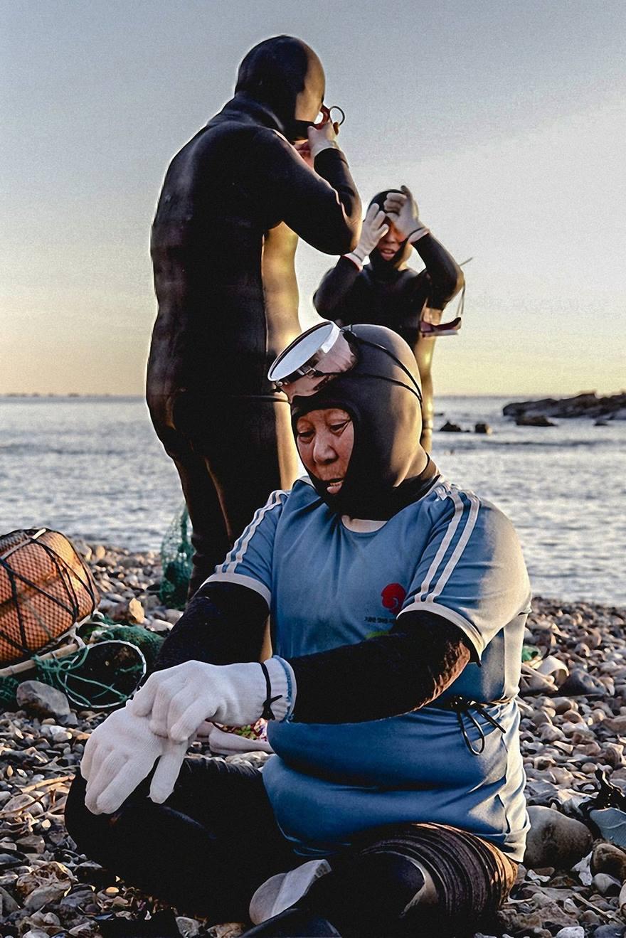 3. Ныряльщицы не пользуются аквалангами, но зато могут задерживать дыхание под водой на целых 2 минуты.