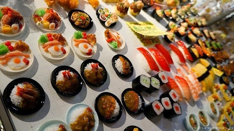 6. Некоторые рестораны тратят по миллиону йен (9622 доллара США) на заказ муляжей.