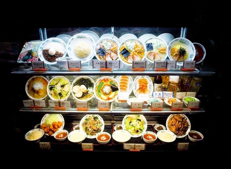 8. Процесс, как правило, начинается с приготовления блюда, которое доставляют из ресторана на завод-изготовитель, чтобы оно послужило в качестве модели.