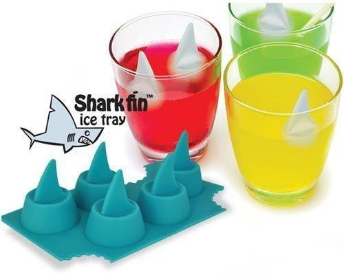 20. Кубики в виде акульих плавников, которые можно сделать с помощью этой потрясающей формочки.