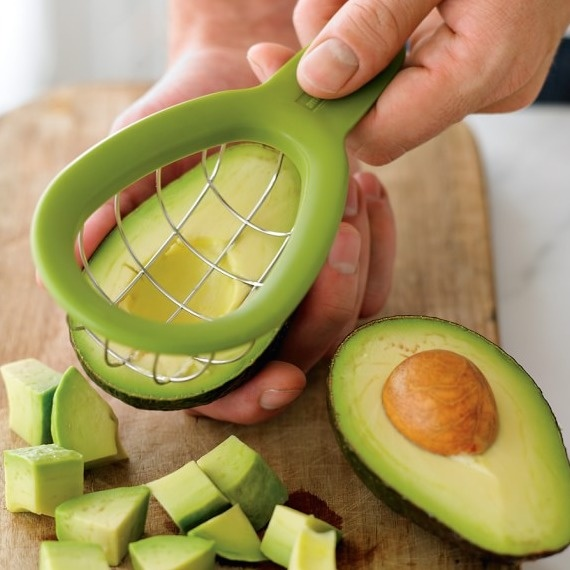 4. Авокадорезка. Чтобы нарезать авокадо идеальными кубиками.