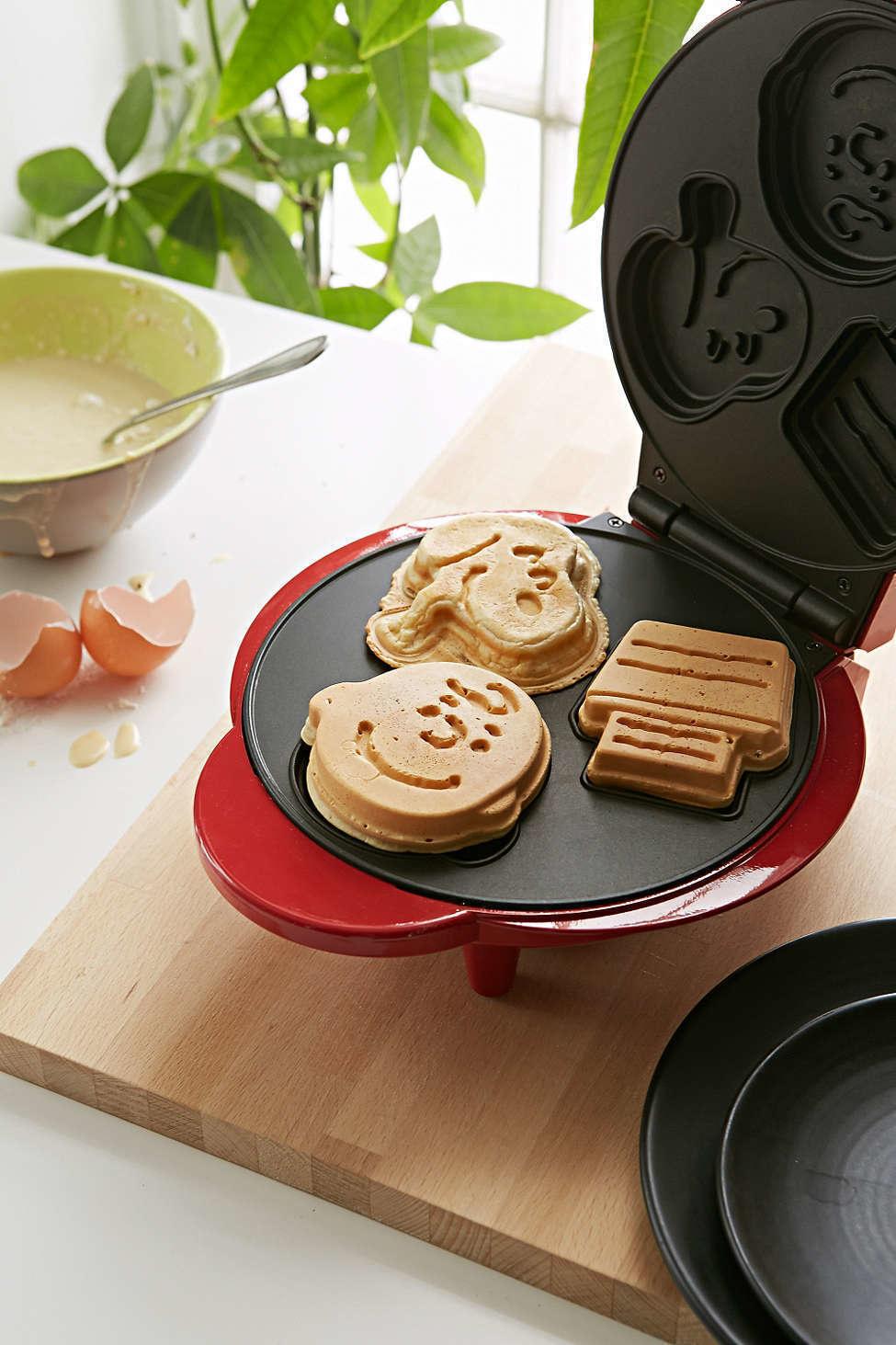 8. Фигурная вафельница. Ваши дети будут обожать такие оригинальные вафли.