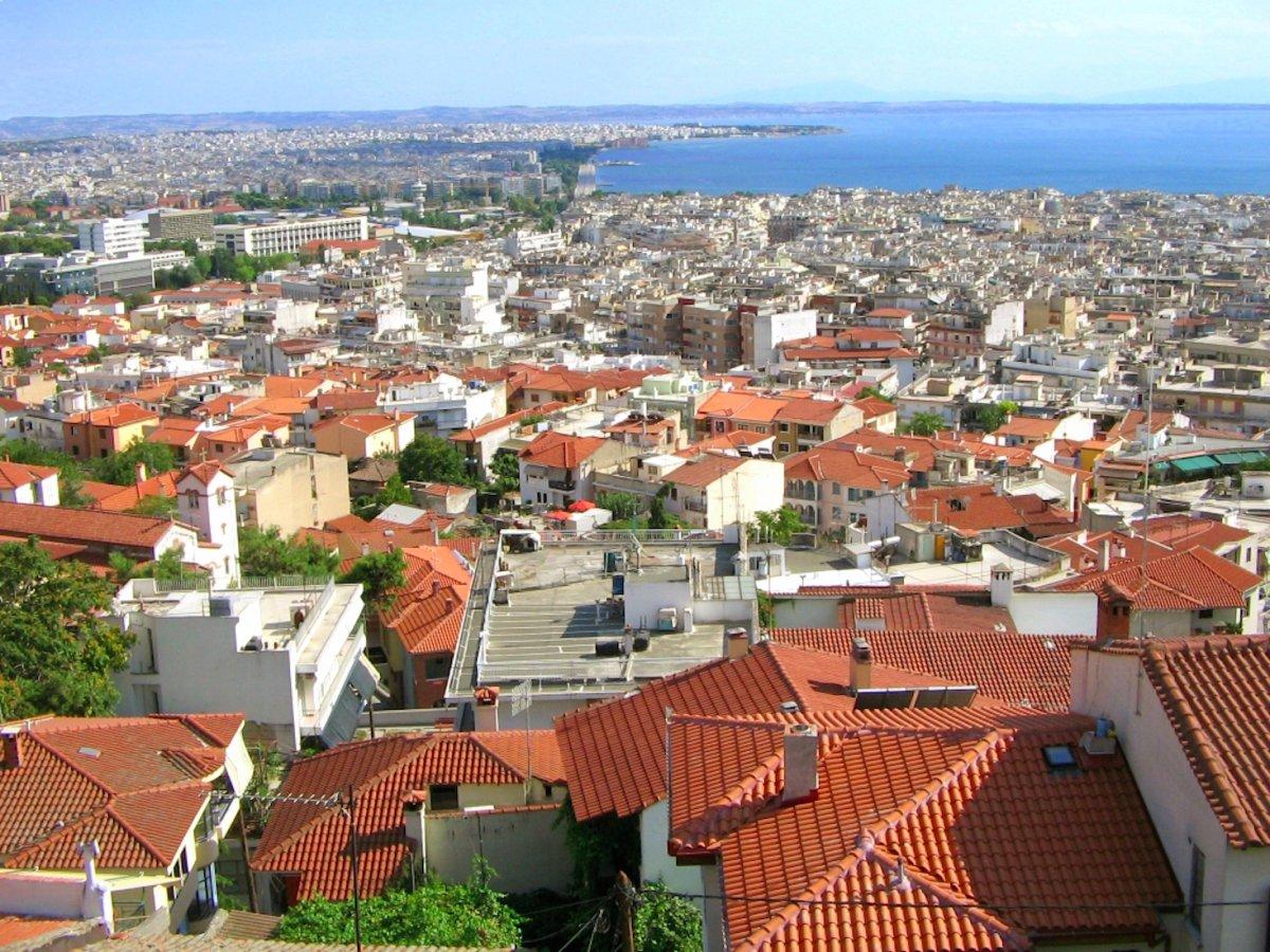 5. Салоники, Греция. Второй по величине город в Греции, расположенный на берегу моря. Салоники также является крупным транспортным узлом страны, который даже сейчас дает большое количество рабочих мест. Салоники также является популярным туристическим городам с множествами музеев и памятников. Как в и Афинах, жизнь в Салониках довольно дешевая.