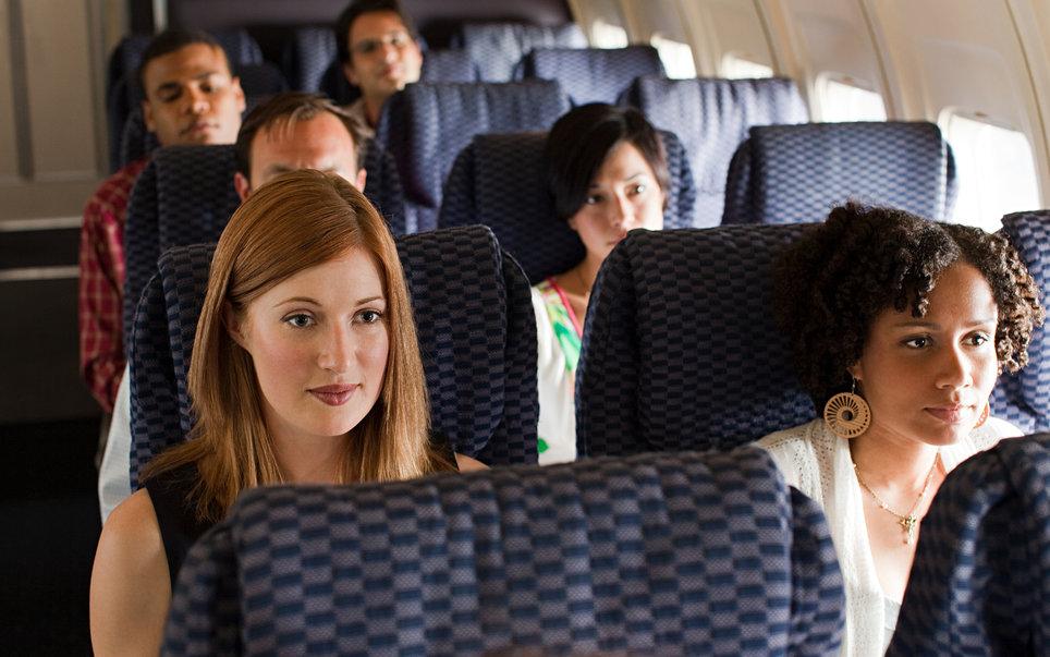 2. В салоне самолета нет безопасных и опасных мест.