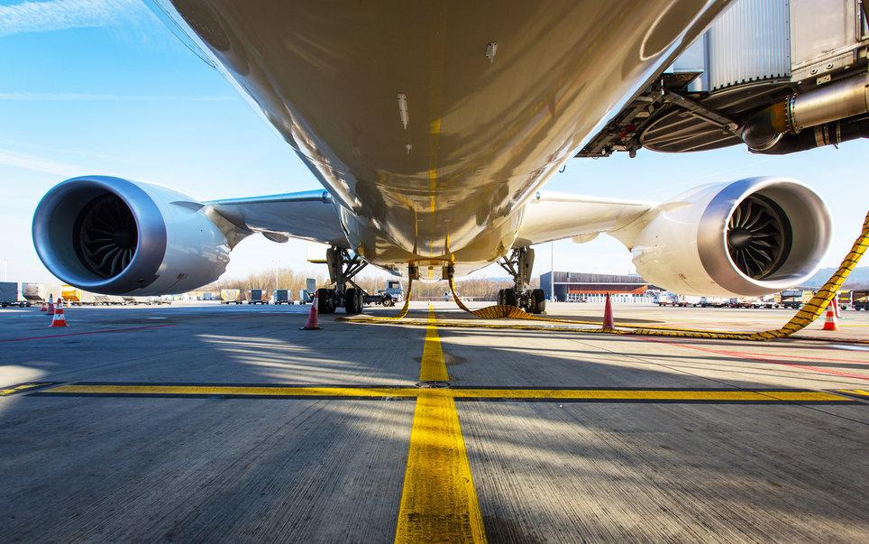 5. Самолет может лететь с одним двигателем.