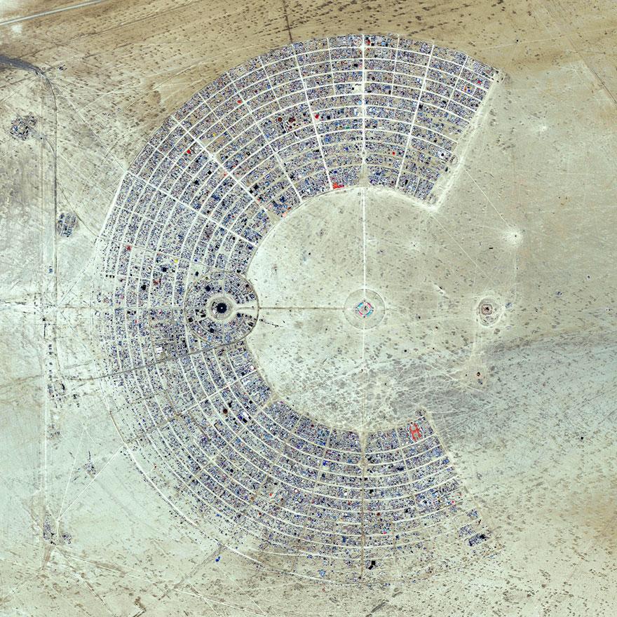 8. Место проведения фестиваля «Горящий человек», пустыня Блэк-Рок, США.