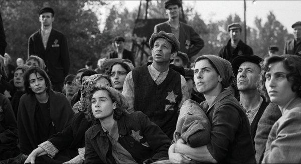 6. В Списке Шиндлера женщины в концлагерях были показаны с бритыми ногами и подмышками, что в принципе невозможно для тех условий.