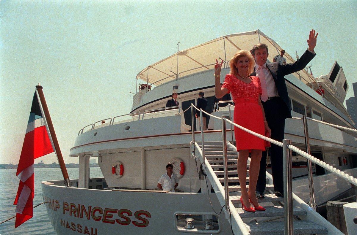 7. Купленная Трампом у султана Брунея за 30 миллионов долларов яхта.
