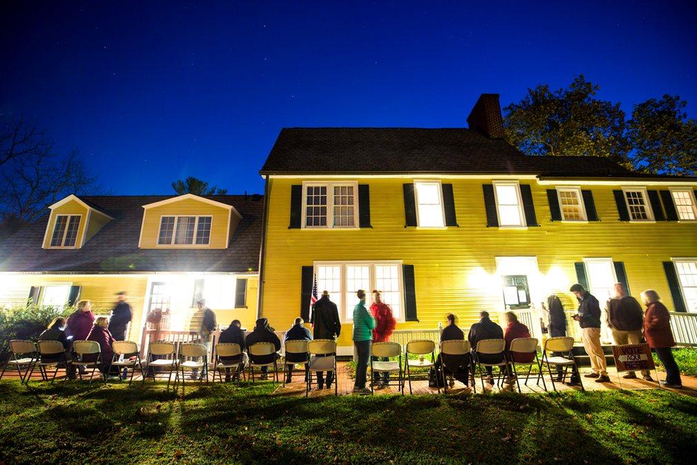 2. Nottoway парк в Вирджинии. Избиратели встречают рассвет чтобы проголосовать как можно раньше.