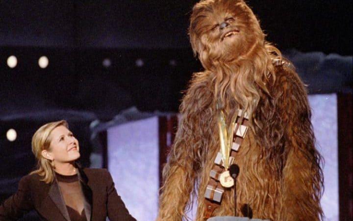 5. Принцесса Лея и Чубакка на премии MTV Music Awards в 1997 году.