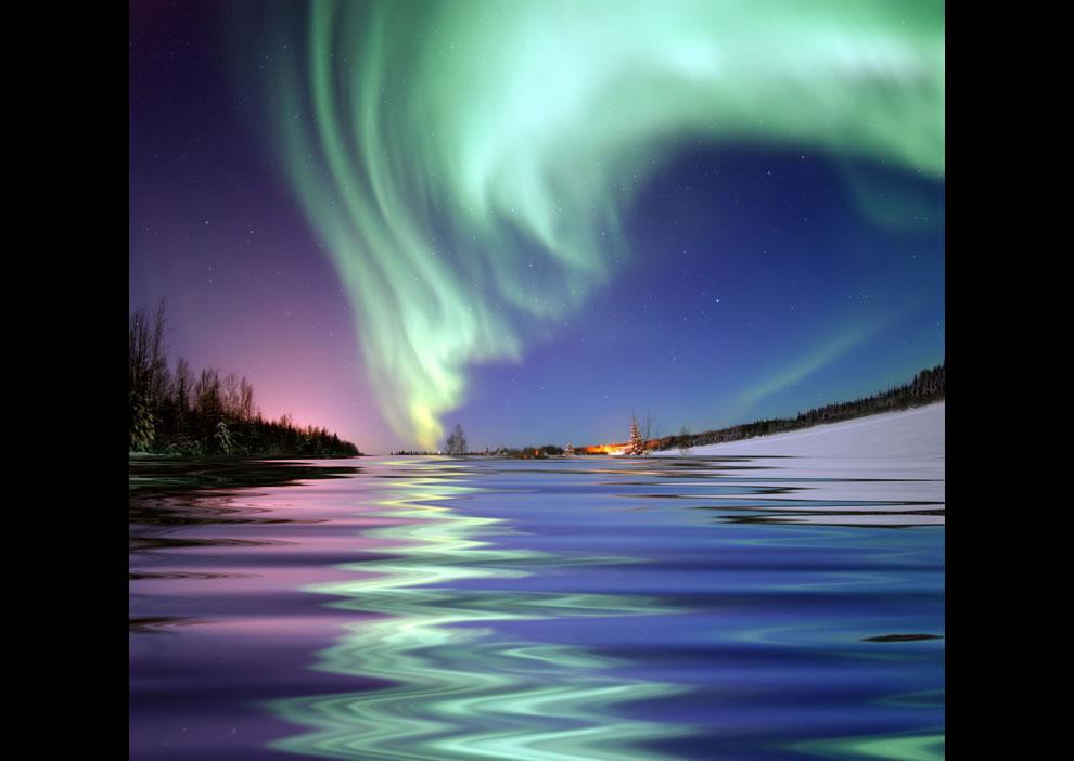 19. Северное сияние возле Медвежьего озера на Аляске.