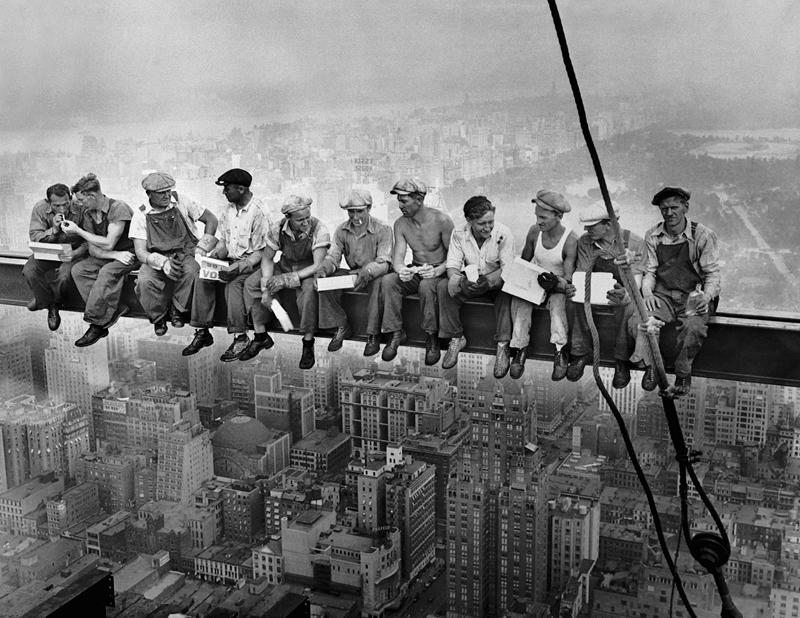 6. Обед на небоскрёбе, Чарльз Клайд Эббетс, 1932.