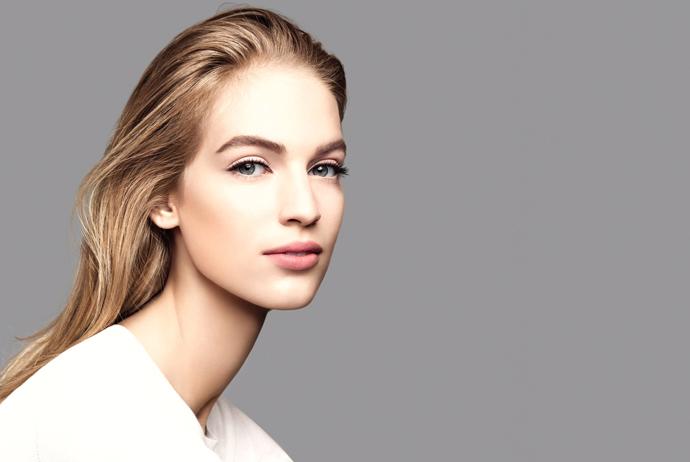 5. Еще одна длинная шея и фейл рекламного отдела Chanel.