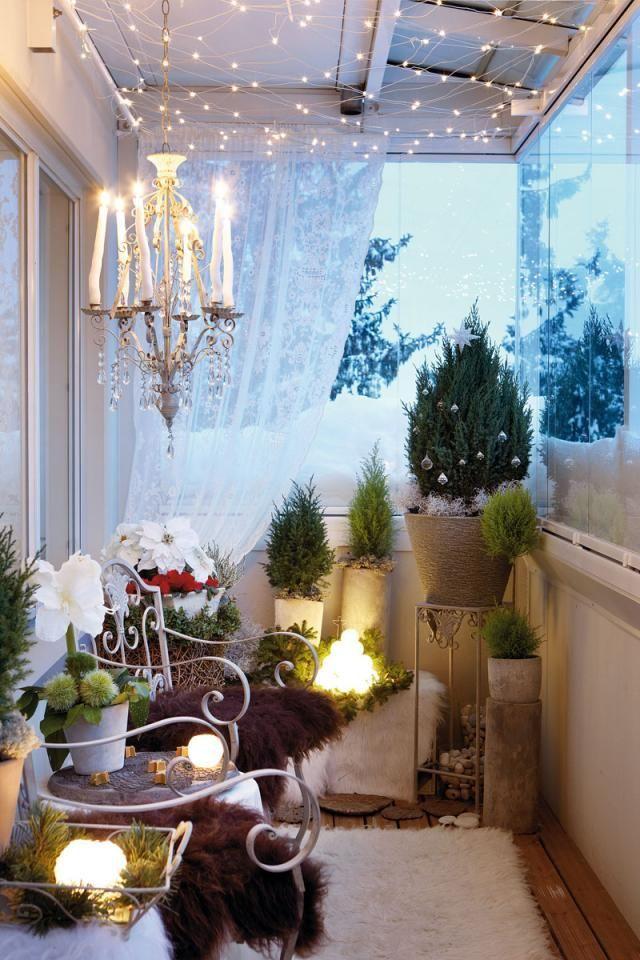 1. Если у вас лоджия, да еще и с отделкой и утепленная (смотрите здесь), то вы можете поместить у себя на балконе комнатные растения, похожие на маленькие елочки. Это может быть самшит, араукария, комнатный кипарис или туя. Гирлянды сделают ваш балкон еще сказочнее.