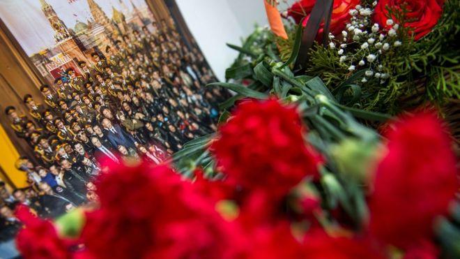 13. В авиакатастрофе погибла почти треть состава ансамбля Александрова.