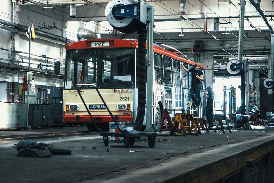 5. Изображение с пересечением улиц было напечатано и нанесено на обе стороны троллейбуса.