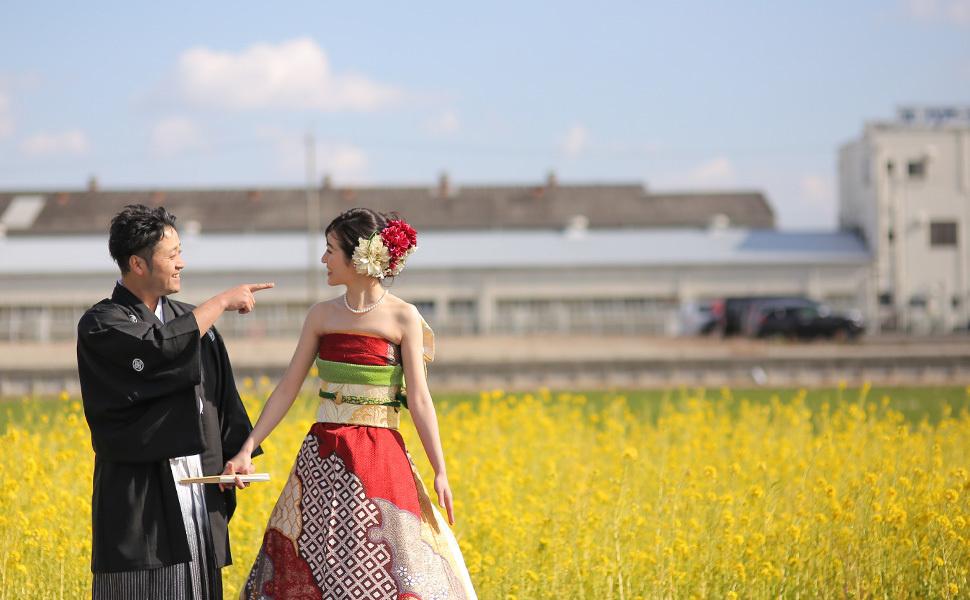 8. Также оно очень хорошо смотрится как дополнение к костюму или смокингу жениха.
