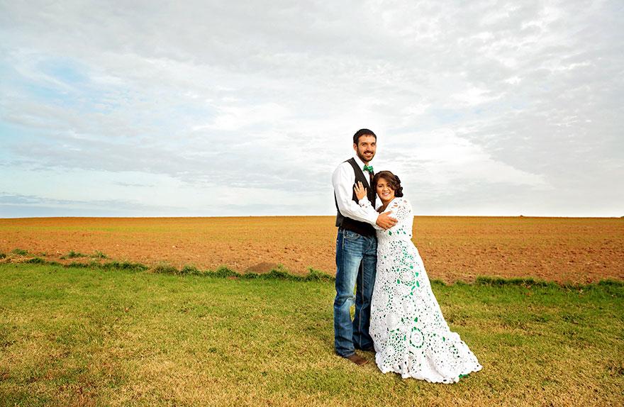 1. 22-летняя Эбби изо всех сил пыталась найти свадебное платье в ценовом диапазоне, который бы ее устраивал.