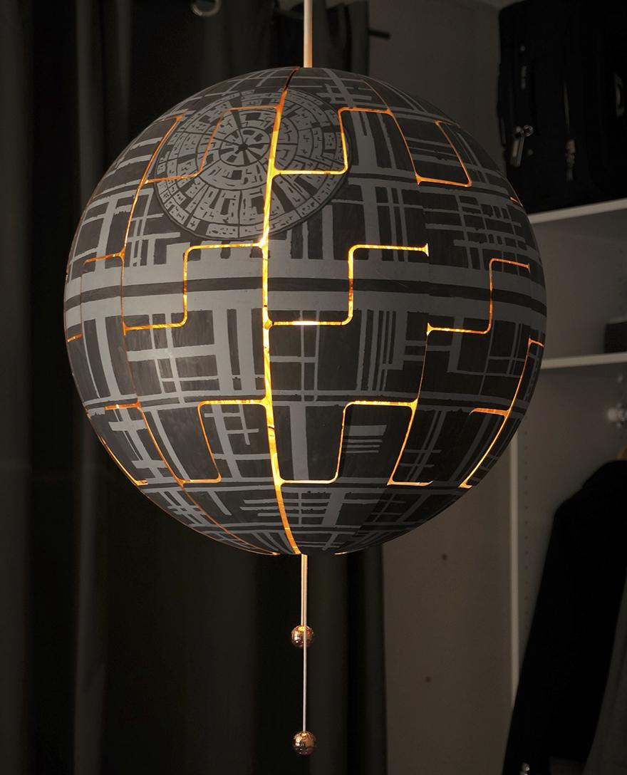 1. Эта потрясающая Звезда Смерти была создана из обычной лампы PS 2014 от IKEA.