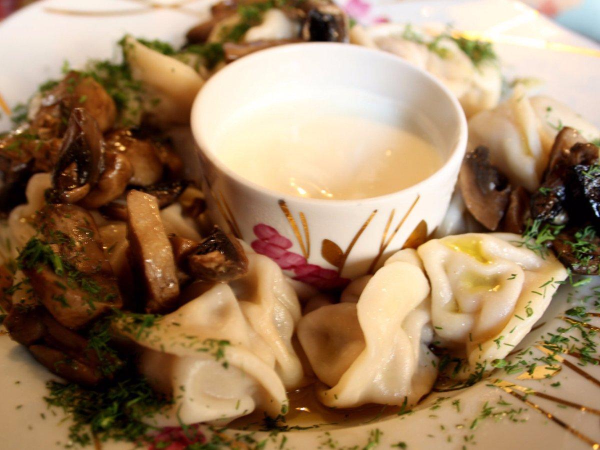 8. Россия: пельмени. Пельмени едят по всей России, хотя считается, что впервые они появились в Сербии.