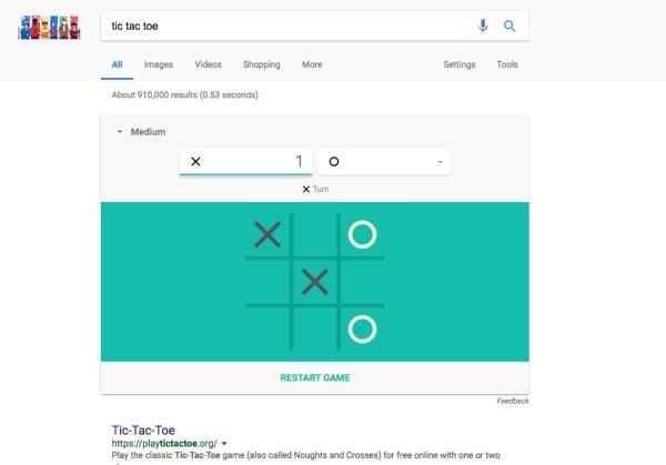 2. Введите в поисковой строке слово «tic tac toe», чтобы сыграть с компьютером в крестики-нолики.