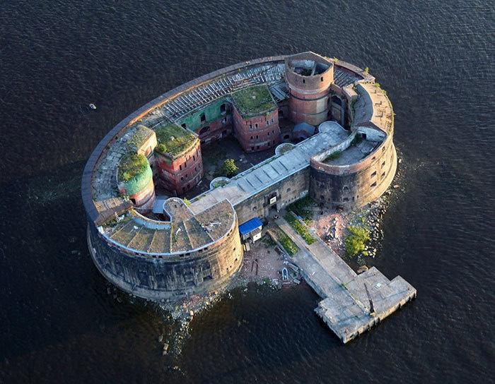 11. Форт Александр (Чумной форт), Санкт-Петербург, Россия.
