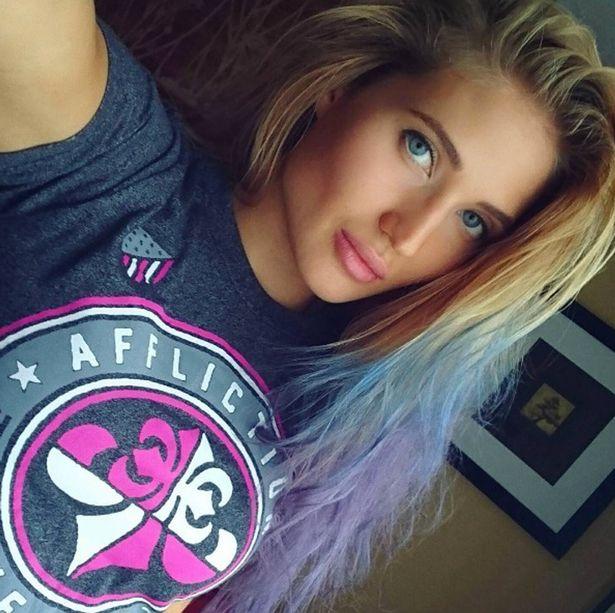 1. Если кому-то и требуется раскрутка инстаграм, то только не Анастасии. Ее красота привлекла более сотни тысяч подписчиков в ее аккаунт в соцсети. Но дело не только в красоте девушки. Настя является профессиональным бойцом ММА.