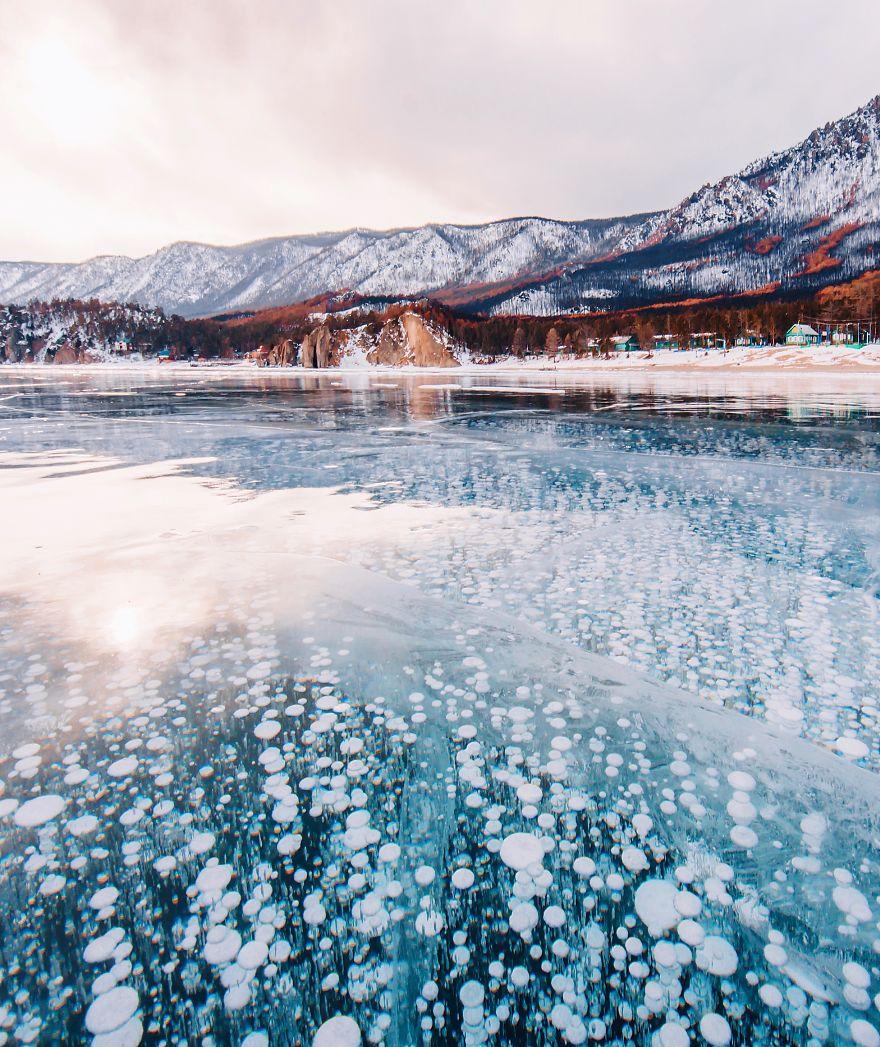 13. Байкал также является самым глубоким озером.