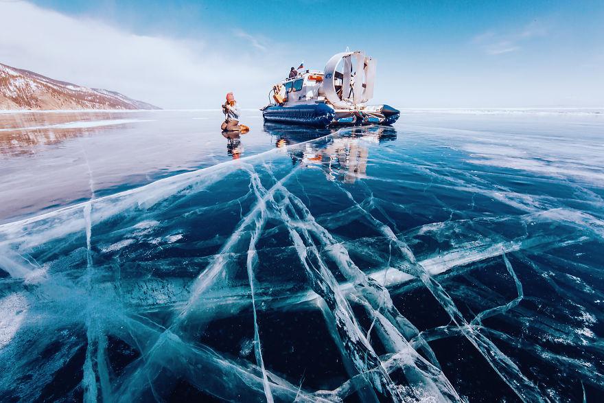 14.Генезис и возраст до сих пор вызывают споры среди ученых. Байкал является самым большим резервуаром пресной воды на Земле. Глубина озера – 1642 метра.