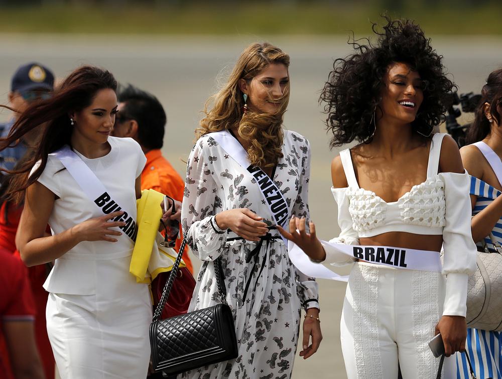 3. Виолина Анчева из Богларии, Мариам Хэбэч и Венесуэллы и Раиса Сантана из Бразилии.