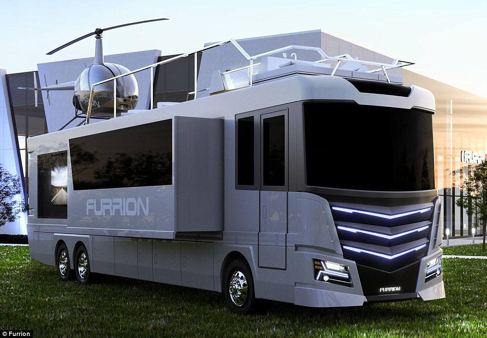 1. Elsium RV является 13,7 метровым домом на колесах с собственной гидромассажной ванной на крыше и двухместным вертолетом.