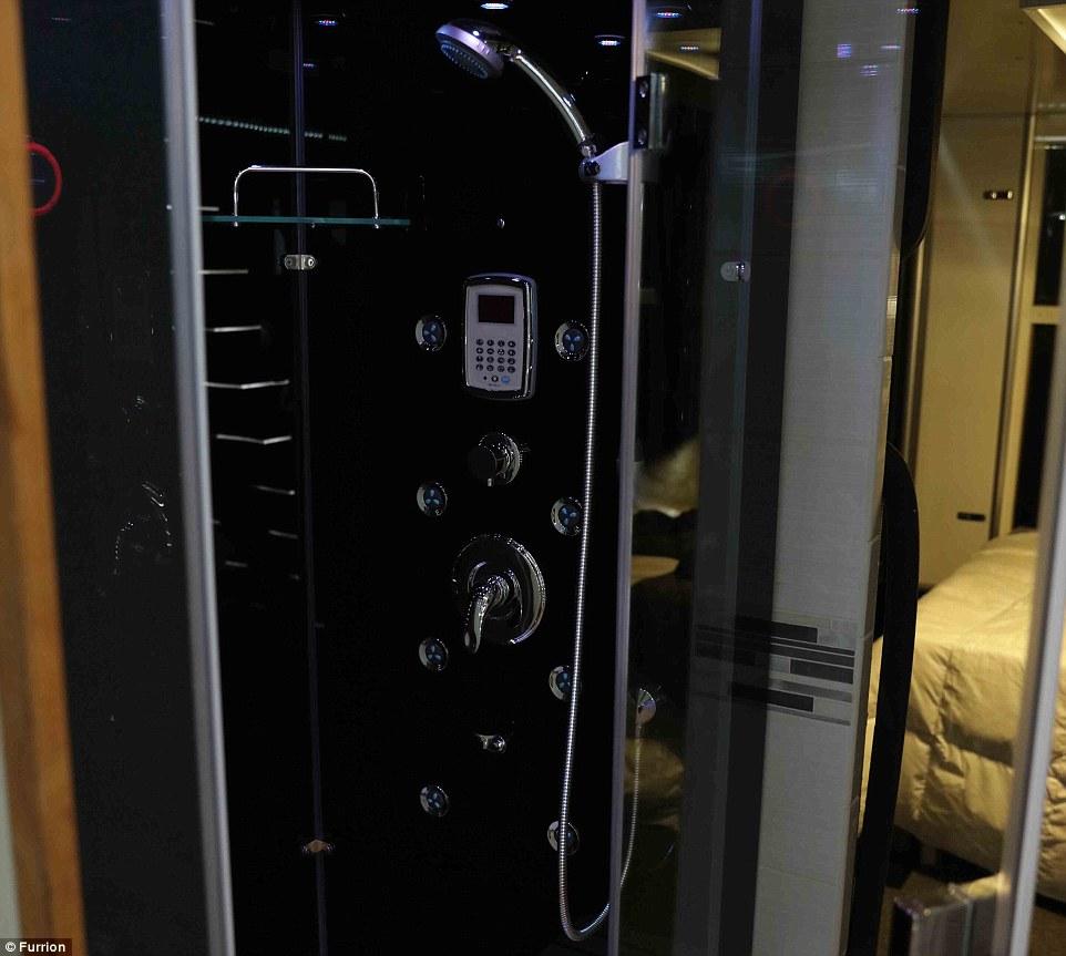 7. Парная с душем входит в стандартную комплектацию автобуса.