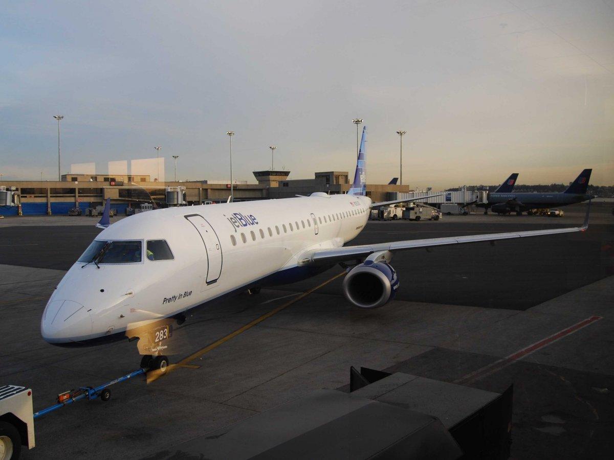 2. JetBlue – бюджетная американская авиакомпания.